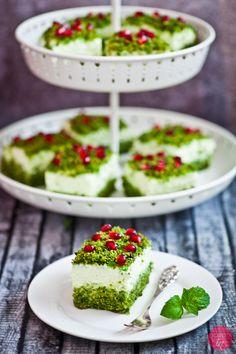 Zielone, słodkie ciasto na bazie… szpinaku! Wypróbujcie koniecznie, w wersji fit lub klasycznej, z kremem z bitej śmietany :).  http://DOROTA.iN/ciasto-lesny-mech/  #kuchnia #przepis #ciasto
