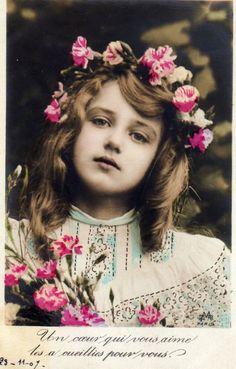 アンティークポストカード*カーネーションで飾った少女 - 切手、官製はがき -【garitto】