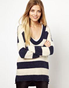 In 2013, designerii au reinventat puloverele clasice, iar magazinele s-au grabit sa umple rafturile cu nenumarate modele de-a dreptul irezistibile. In plus, combinatiile in tinute elegante, casual sau office demonstreaza versatilitatea puloverului.