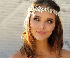 Hochzeitsblog Optimalkarten | Wir teilen euch die Einladungskarten, Hochzeitsdeko, Brautkleider, DIY, Gastgeschenke mit. #bridal #headpiece