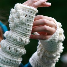 White Crochet Wrist Warmers - PDF PATTERN. $3.75, via Etsy. Going to find free pattern for these. Will pin when I do.