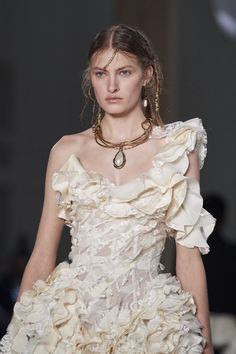 Alexander McQueen Spring 2020 Collection Review, Paris fashion week 2020 ~ Fashion Meets Technology