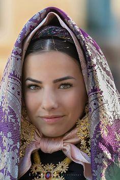Carlo Marras Photography Pretty Eyes, Beautiful Eyes, Beautiful People, Beautiful Women, Italian Beauty, Raw Beauty, Sardinian People, European Costumes, European Dress