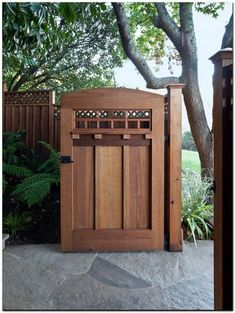 Awesome Art and Crafts Style Ideas for Home Design : Traditional Landscape Wooden Gate Door Transformation Into Craftsman Gem Wooden Gate Door, Wooden Garden Gate, Diy Garden, Home And Garden, Garden Shrubs, Garden Bed, Style Artisanal, Tor Design, Fence Doors