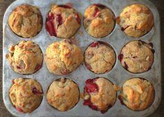 Muffins à la fraise et à la rhubarbe Rhubarb Recipes, Other Recipes, Scones, Food Inspiration, Baking Recipes, Biscuits, Sandwiches, Brunch, Strawberry