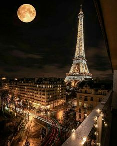Torre Eiffel, Paris I love it 💗💗💗💗 – pinkish-hits Torre Eiffel Paris, Paris Eiffel Tower, Eiffel Towers, Eiffel Tower At Night, Paris Wallpaper, Europe Wallpaper, Paris At Night, Beautiful Paris, I Love Paris