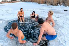 Die 37 besten Badeplätze Österreichs - Urlaub in Österreich - derStandard.at › Lifestyle Sumo, Wrestling, Public Bathing, Bregenz, Editorial Board, Renting, River, Lucha Libre