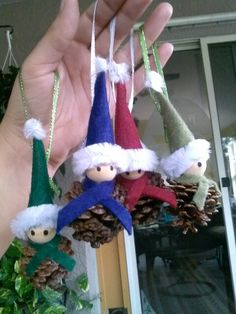 Pine cone elves.  ~ madezzz this~