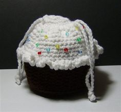 Chocolate Cupcake Purse with Sprinkles - pattern at http://thebarkershouse.blogspot.com/2009/11/free-cupcake-purse-pattern.html or at http://www.honeybeevintage.com/2010/10/crochet-cupcake-purse.html