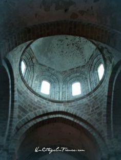 La lumière bleutée aujourd'hui de la lanterne aux 8 vitraux - The blue light of the 8 vitrails