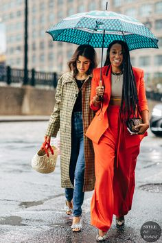 New York SS 2019 Street Style: Leandra Medine and Shiona Turini Street Style Blog, Looks Street Style, Street Chic, Fashion Poses, Fashion Outfits, Fashion Tips, Fashion Trends, Style Fashion, Feminine Fashion