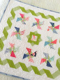 Check out this refreshing beautiful quilt - what an innovative design and style Bright Quilts, Colorful Quilts, Small Quilts, Mini Quilts, Baby Quilts, Charm Pack Quilt Patterns, Charm Pack Quilts, Charm Quilt, Quilting Projects