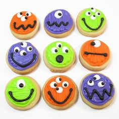 10 of the best Halloween Party Treats for putting a little spook into your desserts. Halloween desserts are the most fun to decorate! Halloween Desserts, Halloween Cupcakes, Muffin Halloween, Comida De Halloween Ideas, Pasteles Halloween, Halloween Cookies Decorated, Halloween Sugar Cookies, Theme Halloween, Halloween Goodies