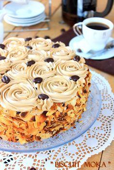 Biscuit Moka { façon Christophe Felder } – Biscuit – love the decoration Easy Cake Recipes, Cookie Recipes, Dessert Recipes, Cupcake Recipes, Dinner Recipes, Cafe Moka, Fig Cake, Tiramisu Dessert, French Cake