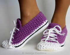 Quick and easy crocheted sneakers crochet pattern- Schnell und leicht gehäkelte Turnschuhe Häkelanleitung Get the instructions now and häkle then great and comfortable sneakers for women, men and children. The sole is also crocheted. Quick Crochet Patterns, Crochet Diy, Crochet Boots, Crochet Slippers, Crochet Home, Crochet Crafts, Crochet Clothes, Knitting Patterns, Easy Knitting Projects