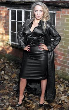 Long Leather Coat, Black Leather Skirts, Elegantes Outfit Frau, Leder Outfits, Satin Blouses, Sexy Older Women, Leather Fashion, Sexy Outfits, Womens Fashion