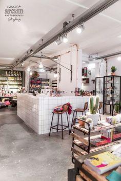 PT POST concept store in Bergen, The Netherlands Retail Interior, Cafe Interior, Interior Design, Cafe Design, Store Design, Boutique Bio, Cool Store, Retail Concepts, Cafe Shop