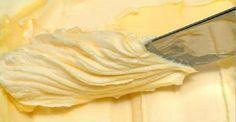 """Tudo feito em casa tem muito mais sabor, não é verdade?Então por que comprar manteiga no supermercado se você você pode fazer a sua em casa e em menos de 5 minutos?Ah, você pode pensar, """"comprar é mais rápido""""."""