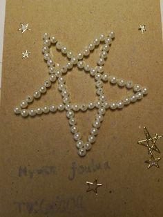 Helmillä tehty joulukortti niin sukulaisille kuin läheisille ystäville! Pearl Necklace, Pearls, Jewelry, String Of Pearls, Jewlery, Beaded Necklace, Bijoux, Beads, Schmuck