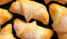 Martinské rohlíčky s ořechovou náplní jsou sladkou klasikou, která neomrzí. Recept na ně je jednoduchý a zvládne je upéct úplně každý. Na svatého Martina se letos pusťte právě do této sladké dobroty. #recept #rohlicek #svatymartin #napln #orechy #recipe #bake Snack Recipes, Cooking Recipes, Snacks, Cantaloupe, Chips, Fruit, Food, Tv, Bakken