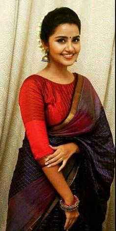 Sani2a27 Saree Blouse Patterns, Saree Blouse Designs, Saree Styles, Blouse Styles, Kasavu Saree, Checks Saree, Modern Saree, Simple Sarees, Saree Look