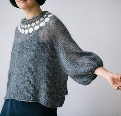 Mohair with puff sleeves. I am very happy with the result . Hand Knitted Sweaters, Mohair Sweater, Knitted Shawls, Knitwear Fashion, Knit Fashion, Angora, Cardigan Pattern, Pulls, Hand Knitting
