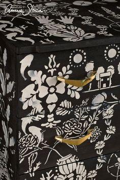Annie Sloan Chalk Paint Graphite, Chalk Paint Wax, Black Chalk Paint, Chalk Paint Colors, Stencil Dresser, Monochrome Color, Online Painting, Paint Shop, Stencils