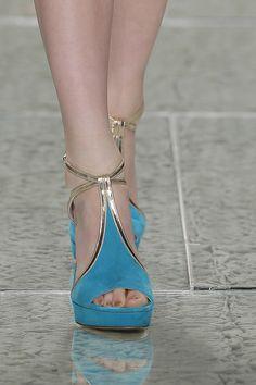 Sapatos para noivas de Luís Onofre 2014. #casamento #sapatosdenoiva #dourado #azul #noivas #LuisOnofre #PortugalFashion