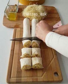 """12.9b Beğenme, 205 Yorum - Instagram'da lezzet-i_ask (@lezzeti_ask): """"Hayırlı geceler hem ramazan hem bayramlık çok güzel bir tatlı tarifim var baklava yufkası arası…"""" Ramadan Desserts, Greek Desserts, Bite Size Desserts, Fun Desserts, Best Dessert Recipes, Sweet Recipes, Macedonian Food, Turkish Recipes, Mediterranean Recipes"""