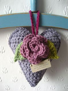 Free crochet Rose Heart Hanger pattern and tutorial in UK terminology. Diy Tricot Crochet, Crochet Home, Love Crochet, Crochet Gifts, Crochet Motif, Beautiful Crochet, Crochet Flowers, Crochet Patterns, Crochet Hearts