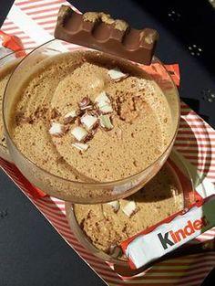 La meilleure recette de Mousse au chocolat kinder! L'essayer, c'est l'adopter! 4.7/5 (10 votes), 15 Commentaires. Ingrédients: 170 gr de chocolat kinder 4 oeufs