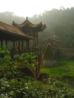 Bridge in the mist, Leshan, China (by Peter2222).