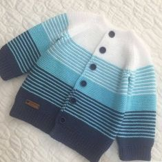 Diy Baby Blanket Out Of Clothes - Diy Crafts - Hadido - Diy Crafts Kids Knitting Patterns, Baby Cardigan Knitting Pattern, Baby Boy Knitting, Knitted Baby Cardigan, Knitting For Kids, Knitting Designs, Baby Patterns, Next Clothing Kids, Baby Suit