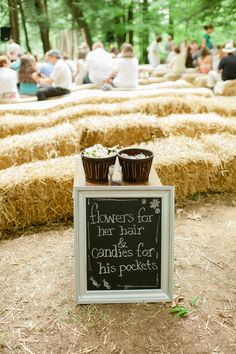 Such a sweet idea to welcome your wedding guests to the ceremony! {@veronicavaros}