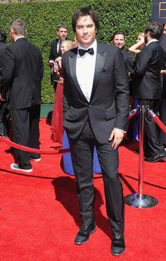 Pin for Later: Die Spannung steigt vor den Emmys  Ian Somerhalder bestach einmal mehr durch sein gutes Aussehen.