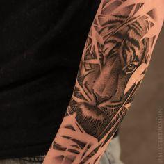 Head Tattoos, Body Art Tattoos, Small Tattoos, Sleeve Tattoos, Mens Tiger Tattoo, Cat Tattoo, Tattoo Drawings, Wild Tattoo, Gaming Tattoo