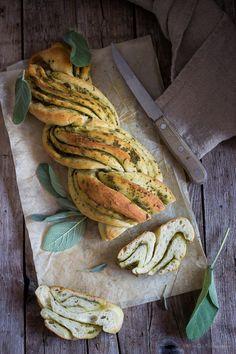 Butter and sage bread http://www.mielericotta.com/2013/10/pane-al-burro-e-salvia-e-il-signorino.html