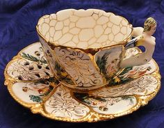 Beautiful tea cup ande saucer c Tea Cup Set, My Cup Of Tea, Tea Cup Saucer, Tea Sets, Antique Tea Cups, Vintage Cups, China Tea Cups, Teapots And Cups, Tea Service