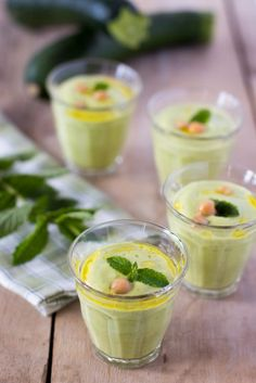 Zucchinis cold soup with cream cheese,fresh mint and chickpeas soup Crème de courgettes, menthe fraîche et pois chiches Veggie Recipes, Soup Recipes, Vegetarian Recipes, Healthy Recipes, Sweets Recipes, Mint Recipes, Healthy Breakfast Menu, Healthy Snacks, Healthy Smoothie