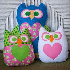 Owl Family... Owl bean bags or softies..full of heart!..free pattern and tutorial!!