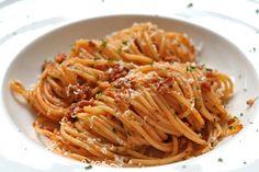 Spaghetti met Gorgonzola en verse worst | Het lekkerste recept vind je op Alles Over Italiaans Eten