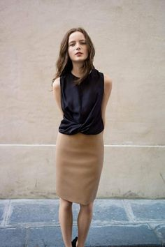 parisian style Love this top! And the fact that the pencil skirt doesn't look too tight and looks impeccably made