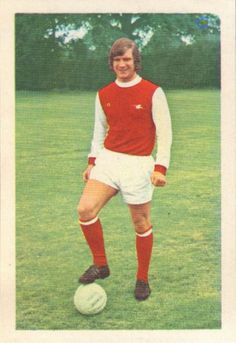 004 - Eddie Kelly (Arsenal) - Introduced into the League side in 1969-70 he won Scottish Under-23 honours last term. Scheming midfield Scot and a product of Possilpark YMCA he later turned professional in February 1968 when he was 17, after a period on amateur forms. Ht. 5ft 10in. Wt. 11.10