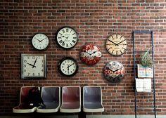 ブリティッシュアンティークの雰囲気溢れるウォールクロック(M):ヴィンテージ&レトロ,ブラック,Home's Style(ホームズスタイル)の掛時計の画像