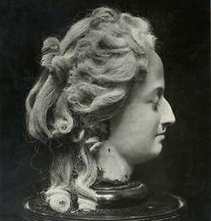 Bustes et représentations en cire de Marie-Antoinette 8a1ca87a6f4a72f928da710df4dfa8bc