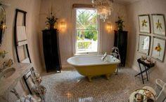 Freistehende Badewannen im viktorianischen Stil - freistehende badewannen gelb viktorisnischen stil wandgestaltung kronleuchter