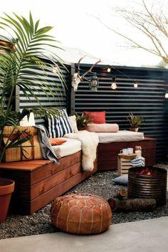 20 Inspiring Cheap Backyard Privacy Fence Design Ideas ~ Home Decor Journal Cheap Privacy Fence, Privacy Fence Designs, Backyard Privacy, Backyard Fences, Backyard Landscaping, Backyard Ideas, Diy Fence, Terraced Backyard, Desert Backyard
