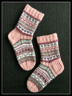 Super Ideas For Knitting Socks Baby Ideas Knitting Charts, Loom Knitting, Knitting Socks, Hand Knitting, Knitting Patterns, Crochet Socks, Knit Mittens, Knit Crochet, Mitten Gloves