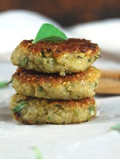 Garlicky Zucchini Quinoa Cakes (Or food for memories) | http://holycowvegan.net/2015/08/garlicky-zucchini-quinoa-cakes.html