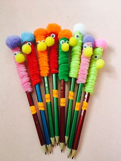 Monster Heringe - DSelbermachen ideen - Fun pencil back to school craft! Informations About Monster Heringe – DSelbermachen ideen Pin You - Kids Crafts, Diy Crafts For Girls, Summer Crafts, Preschool Crafts, Easy Crafts, Arts And Crafts, Pencil Topper Crafts, Pencil Crafts, Pencil Toppers